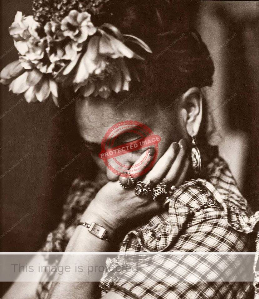 Iconic photo of Frida Kahlo by Sylvia Salmi.